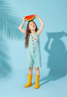 Hunter Kids First Classic Yellow Rubber - Wellingtons Boots Cute Poses, Kid Poses, Fashion Poses, Kids Fashion, Autumn Fashion, Drawing Body Poses, Pose Reference Photo, Kid Styles, Kids Wear