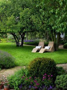"georgianadesign: ""Woodcote garden. Joanne Winn Garden Design, Wallington, UK. Nicola Stocken-Tomkins photo. """
