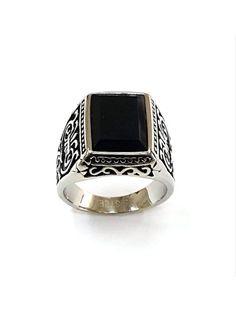 Ανδρικό Δαχτυλίδι TUMI από Ανοξείδωτο Ατσάλι Αναφορά 018347 Ένα υπέροχο ανδρικό δαχτυλίδι που μπορείτε να χαρίσετε στον αγαπημένο σας κατασκευασμένο από ανοξείδωτο ατσάλι στολισμένο με μαύρες λεπτομέρειες αλλά και με συνθετική πέτρα σε μαύρο χρώμα. Tumi, Rings For Men, Jewelry, Fashion, Moda, Men Rings, Jewlery, Jewerly, Fashion Styles