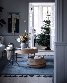 my scandinavian home: A touch of Scandinavian Christmas decorating inspiration Scandinavian Christmas, Scandinavian Interior, Scandinavian Style, Norwegian House, Swedish House, Theme Noel, Interior Exterior, Interior Design Inspiration, Design Ideas