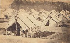Battlefield of Gettysburg U. United States Sanitary Commission Tyson Brothers 1863 The pine boughs were to help freshen the air. Medical History, Us History, History Photos, Gettysburg Battlefield, Ville New York, War Image, America Civil War, Civil War Photos, Interesting History