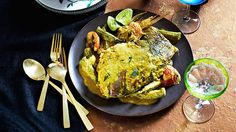 Fish head curry (gulai kepala ikan) - going to try this with fish fillets rather than fish heads! Indian Fish Recipes, Best Indian Recipes, Asian Recipes, Ethnic Recipes, Dishes Recipes, Sweet Meat Recipe, Best Chili Recipe, Popular Thai Dishes, Pineapple Curry