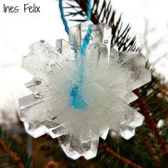 Eiskristalle am Baum Es ist richtig Winter geworden, wir bibbern bei Minusgraden und freuen uns, wenn wir das Haus nicht verlassen müssen. Also ist endlich Zeit für die Eiskristall-Dekoration am Baum. Bei diesen Temperaturen werden die großen Eiskristalle bestimmt ein paar Tage halten ... Super! http://inesfelix-kreativ.blogspot.com/2017/01/eiskristalle-am-baum.html