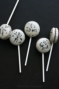 Black Sesame Macarons with Chocolate Mochi Fillings