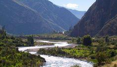 """También conocido como """"El Cañón de las Maravillas"""" y ubicado a 400 kilómetros al noroeste de Arequipa, el Cañón de Cotahuasi es un área natural protegida y Reserva Paisajística que recorre por lo menos 100 kilómetros de extensión."""