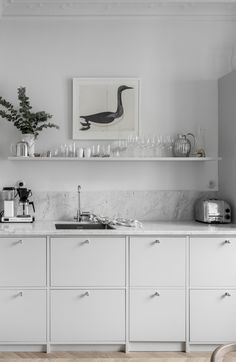 Beautifully decorated apartment - via Coco Lapine Design blog