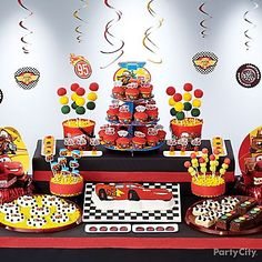 From brownie stoplights to Lightning McQueen cookies to a Cars birthday cake, this treats table will definitely rev every little racer's engine!