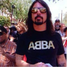 Dave Grohl in an ABBA shirt. I can die happy. Foo Fighters Dave Grohl, Foo Fighters Nirvana, Indie Music, My Music, There Goes My Hero, Yours Lyrics, Rockn Roll, Dear God, Music Stuff