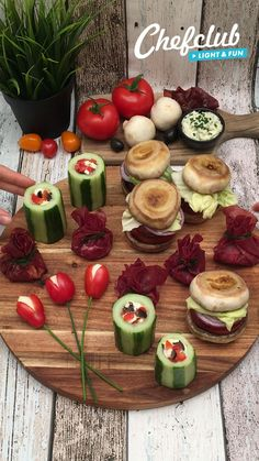 Easy Chicken Dinner Recipes, Appetizer Recipes, Holiday Party Appetizers, Party Food Platters, Food Garnishes, Food Decoration, Creative Food, Food Presentation, Diy Food