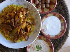 Als Familiengericht eignet sich, meiner Meinung nach, diese Version mit gelben Basmati-Reis besser. Ich serviere es in einer großen Schüssel und es ist das neue Lieblingsgericht meiner Kinder. Shawerma Fattah  kann auch portionsweise angerichtet werden.
