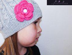 Wunderschöne warme Mütze für die Kleine Ladys. Farbkombination gerne nach Wunsch.