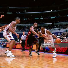Derek Anderson #1 of the Los Angeles Clippers drives to the basket against the Miami Heat circa 2000 at Staples Center in Los Angeles, CA.