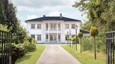 Ferdighus til storfamilien med integrert garasje - Herskapelig   Hellvik Hus