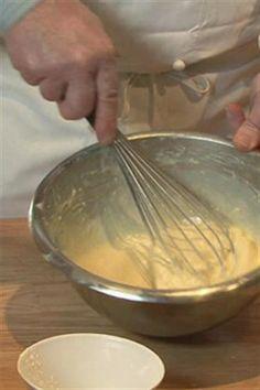 Vidéo : Pâte à gaufres - Larousse Cuisine