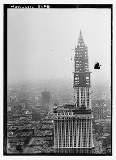 Woolworth Building Construction by Unknown Artist New York City Buildings, Woolworth Building, New Amsterdam, Building Structure, New York Street, Library Of Congress, Historical Pictures, Old Photos, Vintage Photos