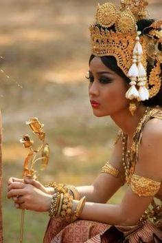 BALINESE DANCER......BEAUTY FROM BALI.......PARTAGE OF VILLA SEMADHI PEMUTERAN BALI.......