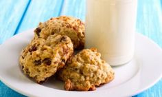 Biscuit déjeuner...avoine, pommes et raisins secs Breakfast On The Go, Breakfast Time, Cookies Granola, Chia Benefits, Desserts With Biscuits, Oatmeal Bars, Biscuit Cookies, Oatmeal Recipes, Something Sweet