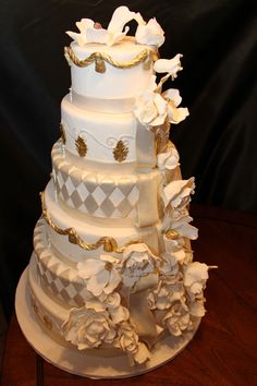 Magistic White and Gold  signature Cakes by Vicki (Nashville)