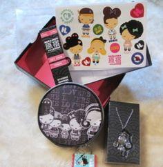 Harajuku Lovers Change purse and Gwen Stefani keychain for tote bag purse NIB http://www.bonanza.com/booths/FRAN24112