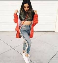 Pelo Corto Lucy Hale, Kyle Jenner, Poncho, Tumblr Photography, Beach Wear, Lauren, Girls Who Lift, Perfect Photo, Pulls