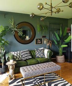 Dark Living Rooms, Living Room Green, Green Rooms, Cozy Living, Jungle Living Room Decor, Jungle Room, Bedroom Green, Appartement Design, Creation Deco