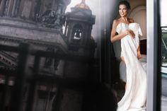 Поза невесты с платьем