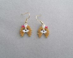 Items similar to Beaded Mushroom Earrings on Etsy Seed Bead Crafts, Seed Bead Jewelry, Seed Bead Earrings, Etsy Earrings, Earrings Handmade, Seed Beads, Dangle Earrings, Diamond Earrings, Beaded Earrings Patterns