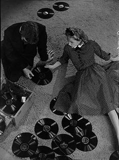 Martin Munkacsi, Man and woman with records, 1930s