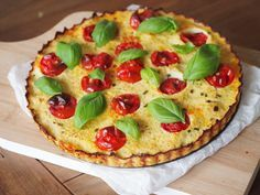 Bloemkool quiche (glutenvrij en koolhydraatarm) Vegetable Pizza, Main Dishes, Clean Eating, Easy Meals, Paleo, Low Carb, Gluten Free, Lunch, Breakfast