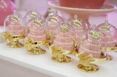 As Mini Cúpulas usadas para colocar doces e mini bolos são sinônimo de sucesso. Tanto as crianças quanto os adultos ficam impressionado...