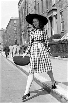 Risultati immagini per anni 40 moda
