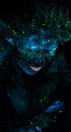 blacklight photography uv makeup                                                                                                                                                                                 Mehr