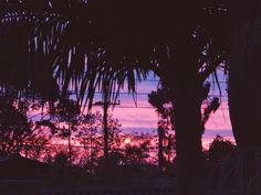 Via blog=E aí, Guria?-Pensei que seria uma boa trazer essa inspiração para vocês e mostrar que esses momentos do dia são ótimos para fotografar. A foto sai com uma coloração linda, um efeito do sol lindo e a natureza contribui muito para isso. Já fica como inspiração para vocês nas próximas fotos, heheh ;) Vamos ver? visite o blog dela http://eaiguriablog.blogspot.com.br/