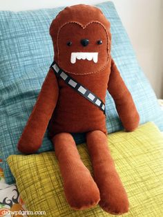 star wars softie pattern: cuddly chewbacca Lawson, ill make one for your future kiddos too! Chewbacca, Softies, Sewing Toys, Sewing Crafts, Sewing Projects, Diy Projects, Toy Art, Sewing Patterns Free, Free Sewing