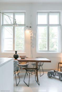 regardsetmaisons: Bertoia Side Chair à table