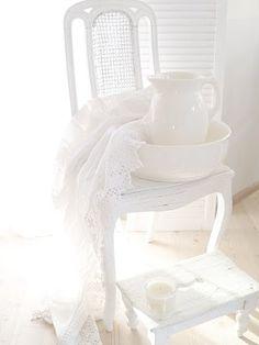 quenalbertini: All white All White, Pure White, White Lace, White Light, Blanco White, White Cottage, Rose Cottage, Cottage Style, Estilo Shabby Chic