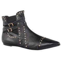 Ankle boot de couro napa na cor preta. Possui elástico na lateral, facilitando o calce. Aplicação de metais personalizados Jorge Bischoff.<br />