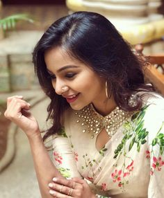 Mrudula Murali The stunner leaves a magical look in classic printed georgette saree paired with matching… Saree Jacket Designs, Saree Blouse Neck Designs, Saree Blouse Patterns, Fancy Blouse Designs, Designer Blouse Patterns, Bridal Blouse Designs, Collar Designs, Design Patterns, Stylish Blouse Design