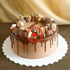 Erdnussbutter-Schokoladen-Torte Food and Drinks – Cake - New ideas Bolo Drip Cake, Drip Cakes, Cake Decorating Tips, Birthday Cake Decorating, Chocolate Cake Designs, Cake Chocolat, New Cake, Sweet Cakes, Easy Cake Recipes
