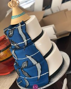 Adorable African Wedding Cake Ideas That You Will Love For Your Inspirations - How to plan an African Inspired Wedding on a Budget Many African American couples like the idea of incorporating their heritage into their wedding nup. Nigerian Traditional Wedding, Traditional Wedding Decor, Traditional Cakes, African Wedding Cakes, African Wedding Theme, Beaded Wedding Cake, Big Wedding Cakes, Boda Multicultural, African Cake