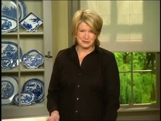 Martha Stewart talks with collector and dealer Rita Entmacher Cohen about Blue Willow chinaware.