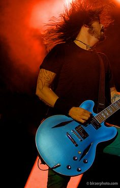 Dave Grohl with his awesome Gibson