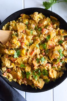 Made with crispy corn tortillas and veggies, Migas (Mexican Egg & Tortilla Breakfast Skillet) is an easy morning meal for the whole family! Add cheddar cheese and steak! Mexican Eggs, Mexican Dishes, Vegetarian Camping Recipes, Cooking Recipes, Pancake Recipes, Waffle Recipes, Vegetarian Mexican, Mexican Breakfast Recipes, Mexican Food Recipes