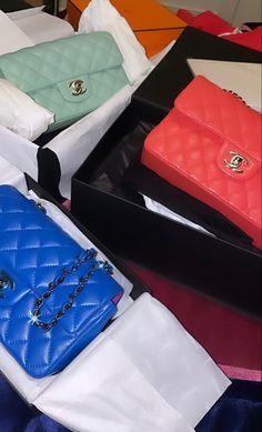 Luxury Closet, Cute Bags, Material Girls, Beautiful Bags, Jewelery, Chanel, Perfume, Pendant Necklace, Shoulder Bag