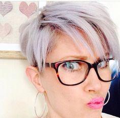 Stoere pixies voor brildragende vrouwen! Creëer een look met je bril een een kapsel!