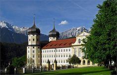 Stams San Fernando Valley, Bury, Fantasy World, Greece, Mansions, Tyrol Austria, House Styles, Travel, Beautiful