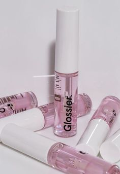 Pink lips 649362840007959286 - aesthetic makeup glossier clear lip gloss pastel pink Source by Best Lip Gloss, Clear Lip Gloss, Glitter Gloss, Lip Gloss Colors, Lip Colors, Pink Lip Gloss, Aesthetic Makeup, Pink Aesthetic, Lipgloss Diy