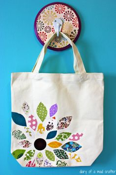 Flower Scrap Fabric Bag with Heat N Bond: A Tutorial- Bag Bond Fabric flower .Flower Scrap Fabric Bag with Heat N Bond: A Tutorial - Bag Bond Fabric flower Heat scrap 25 Free Scrap Fabric Projects, Fabric Scraps, Sewing Projects, Craft Projects, Sewing Crafts, Diy Sac, Bond, Diy Tote Bag, Handmade Bags