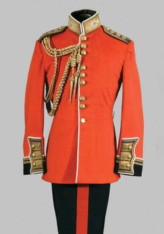 officer's uniform, Scots Guards. Note the grouping of the buttons in 3's. Scots Gds were the 3rd foot Guards regiment formed...