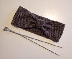 Strikkekurven: Ørevarmer. (Strikket) Crochet Baby, Knit Crochet, Chrochet, Knit Patterns, Knitting Projects, Diy For Kids, Knitted Hats, Diy And Crafts, Hair Accessories